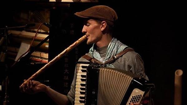O. Landa: Svoboda a svědomí v soběstačnosti + koncert DuoKerlek
