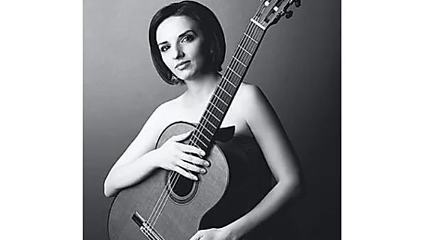 Virtuózní souhra kytary a kontrabasu