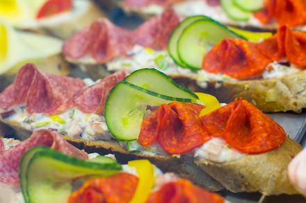 A nezapomeňte pikantní s herkulesem na pikantním salátu a tmavé vece.