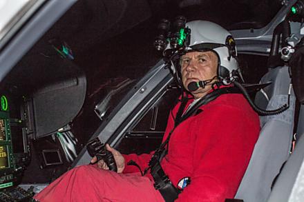 V rukou zkušeného pilota jste ve vrtulníku v bezpečí.