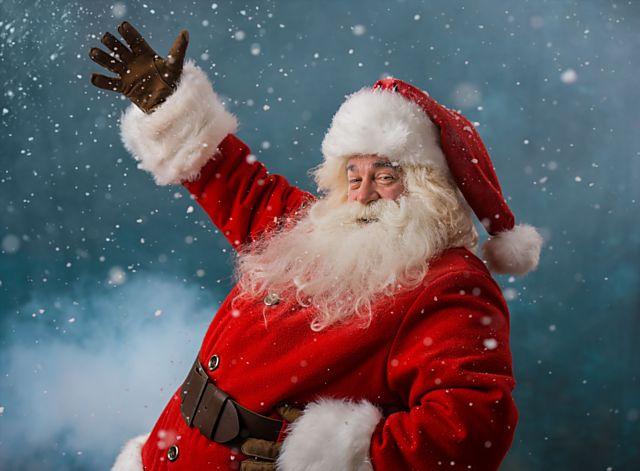 Santa Claus nosí dárky téměř po celém světě, někde jej však střídají skřítci, nebo dokonce čarodějnice.
