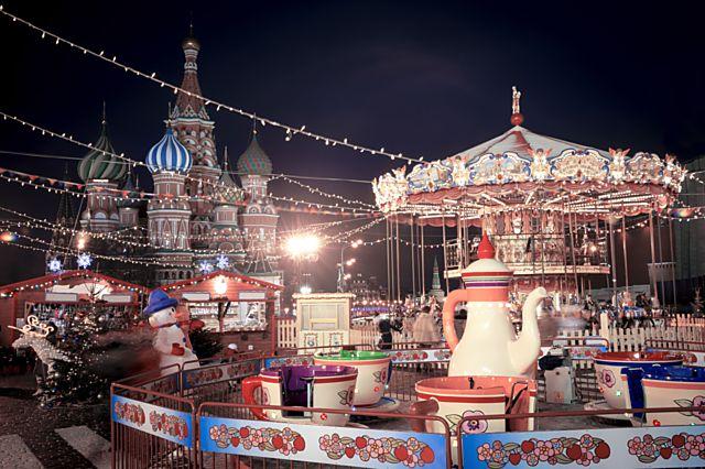 Vánoční Moskva, kde dárky naděluje Děda Mráz.