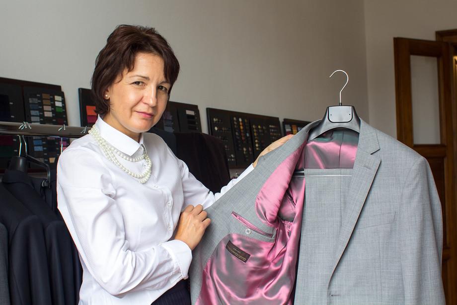 64ac53d4c2 Šaty či oblek na míru  Nemusí to být nedostupný luxus. V Lui Lui vám ...