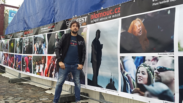 Výstava snímků Jana Procházku, který Beerfest fotografuje už od roku 2008, bude k vidění hned vedle pódia.