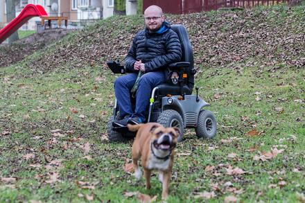 Tomáš Helísek jen na vozíku od mala. Čiší z něj ale taková energie, že by mu ji mnozí zdraví mohli závidět.