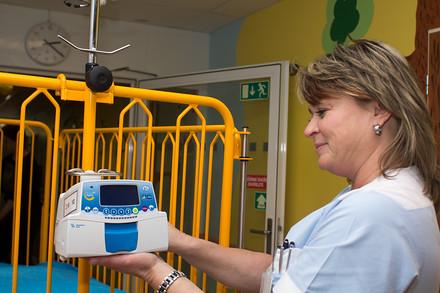 Nové pumpy nemocnici pomohou. Podle lékařů jich totiž není nikdy dost. Někteří pacienti využívají i několik současně.