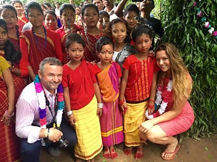 Eva se dlouhodobě věnuje také charitě. V létě v rámci vlastního charitativního projektu 4U2 otevřela školu v Bangladéši.
