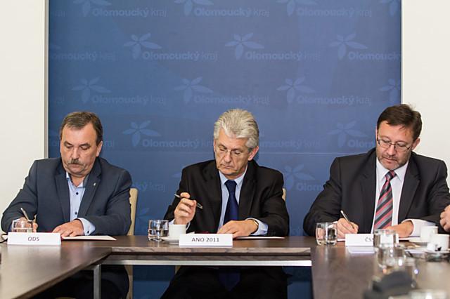 Krajská koalice byla podepsána teprve nedávno, na hejtmana Koštu se teď snesla kritika i ze strany jeho náměstků.