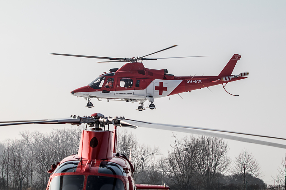 Už jsou dva. Na olomoucký heliport dnes ze Slovenska přelétla druhá Agusta. K dispozici tak vždy bude záložní stroj.