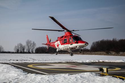 Společnost ATE sídlí v Popradu a je jediným provozovatelem letecké záchranky u našich východních sousedů. Kromě vrtulníků Agusta 109 využívá firma i modernější Bell 429. Ty ale létají jen na Slovensku.
