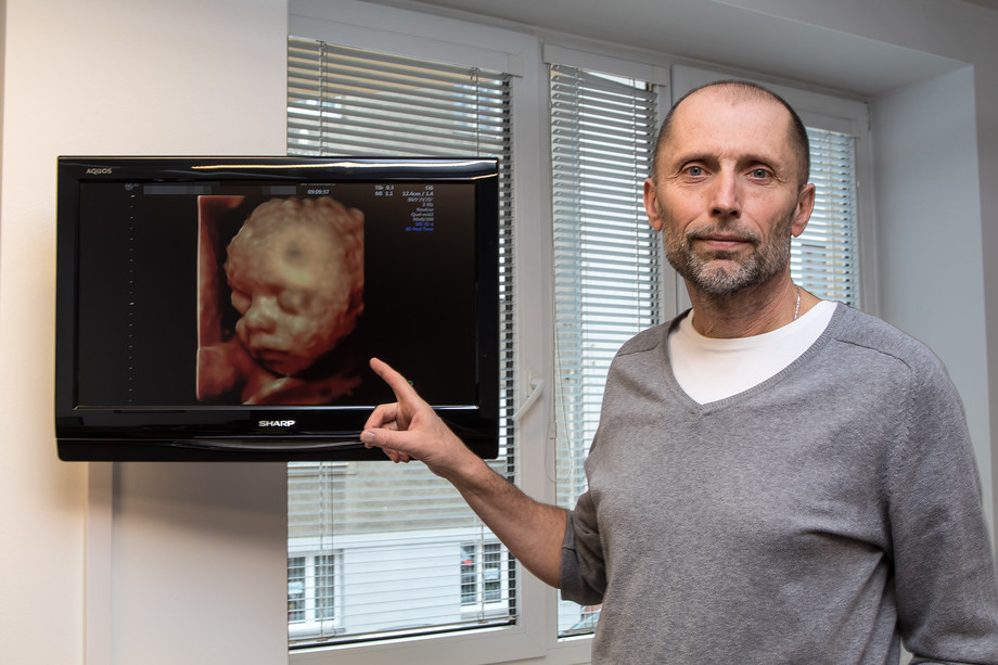 Petr Polák: Trojrozměrný ultrazvuk je přirozenou součástí každého ultrazvukového vyšetření, které provádíme, pokud jsou podmínky ideální. Využíváme jej nikoliv jako nějaký bonus, efektní zobrazovací postup, ale získaná objemová data nám slouží kdalší podrobné analýze.