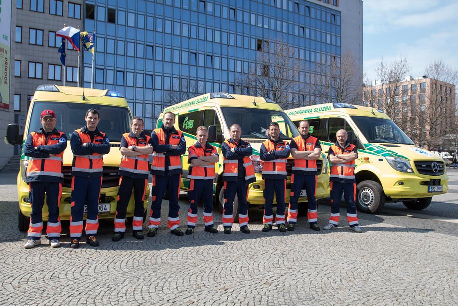 Záchranná služba Olomouckého kraje si dnes převzala nové sanitky. Dostala jich celkem osm.