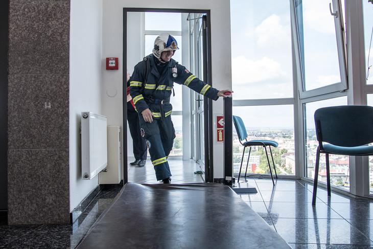 315 schodů je z přízemí až do osmnáctého patra věžáku RCO.