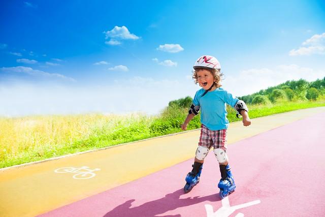 Nedostatek pohybu a špatná strava patří mezi hlavní příčiny dětské obezity.