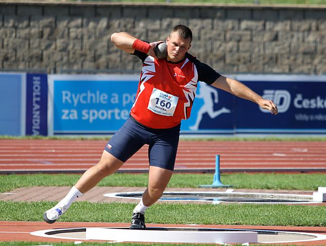 Martin Novák se umístil ve vrhu koulí za suverénnem sezóny Staňkem a ochovancem AK Laďou Prášilem na třetím místě.