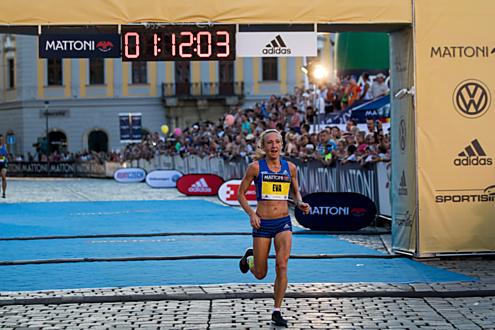 Češkám kralovala Eva Vrabcová. Doběhla na fantastickém pátém místě a jedna z mála se na trati přiblížila svému osobáku.