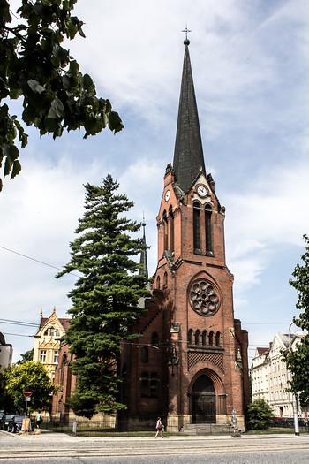 Evangelický kostel z roku 1902 nesloužil církevním účelům dlouho. Patřil nejprve českým, po válce německým věřícím. Komunisté z něj evangelíky vyhnali v padesátých letech, jako sklad knih je využíván od roku 1956. V současné době patří Olomouckému kraji. Jaká bude jeho další budoucnost, zatím není rozhodnuto. Už několikrát se ale spekulovalo, že by v něm po zrušení skladu a následné rekonstrukci mohl vzniknout kulturní prostor.