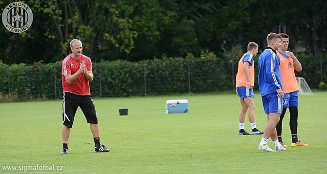 Trenér SK Sigma Olomouc Václav Jílek na jednom z letních tréninků. Olomoucký kouč by uvítal ještě příchod ofenzivního hráče.