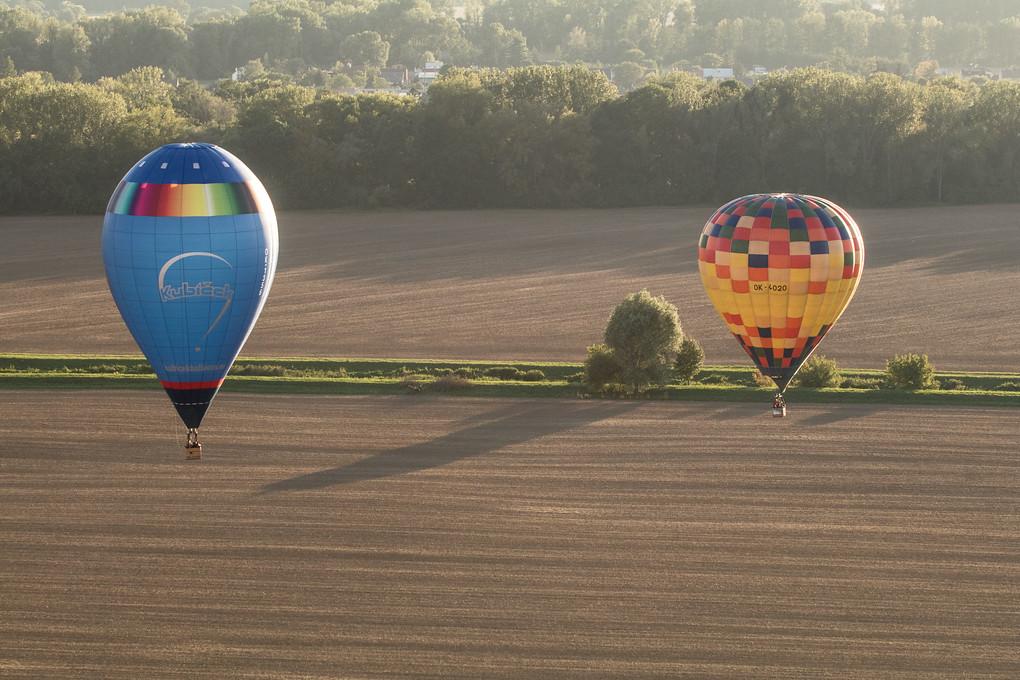 Jsme nad poli za městem a je čas na umění. Zátiší s balony poprvé...