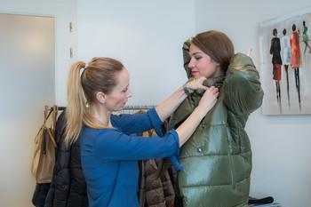 Majitelka Zuzana Sedláčková si zakládá na osobním přístupu. Ochotně se vám věnuje a kompletuje váš outfit k plné spokojenosti.