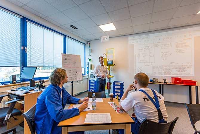 Vzdělávání nováčků v nové školicí místnosti