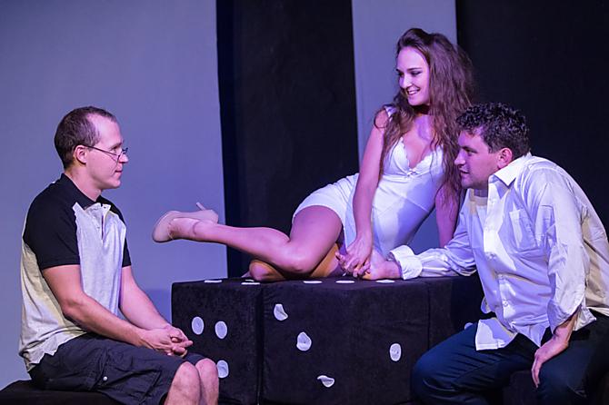 Představení Sex zadarmo nedostaneš je přístupné od 18 let.