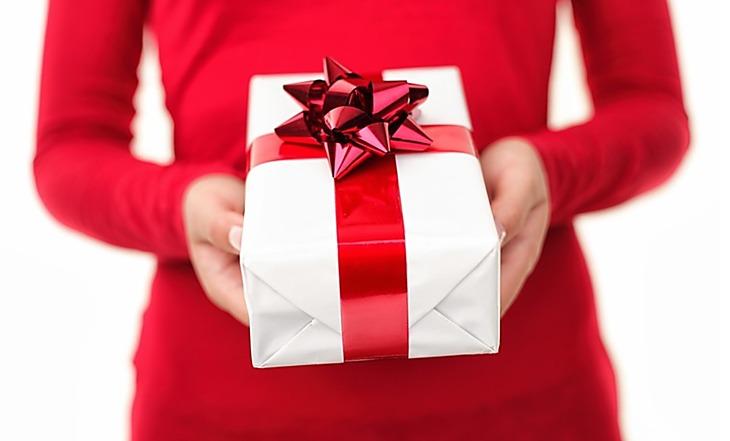 Vánoce jsou za dveřmi a vy si stále lámete hlavu, čím udělat radost nejen rodině, ale třeba také přátelům? Darujte jim poukaz ;)
