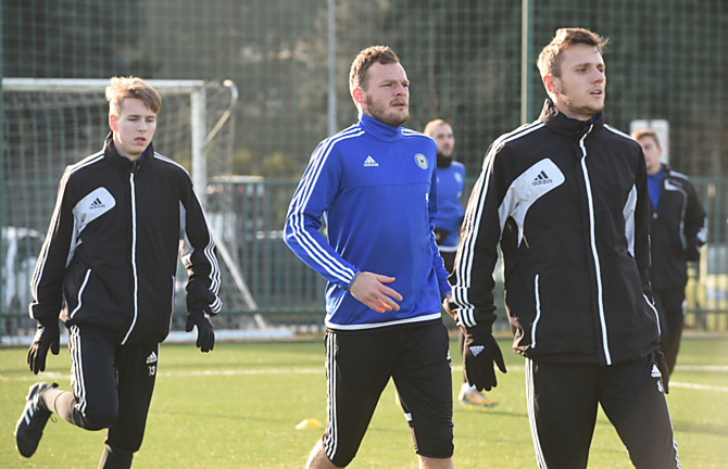 Jakub Řezníček na prvním tréninku mezi Ondřejem Zmrzlým a Šimonem Faltou.