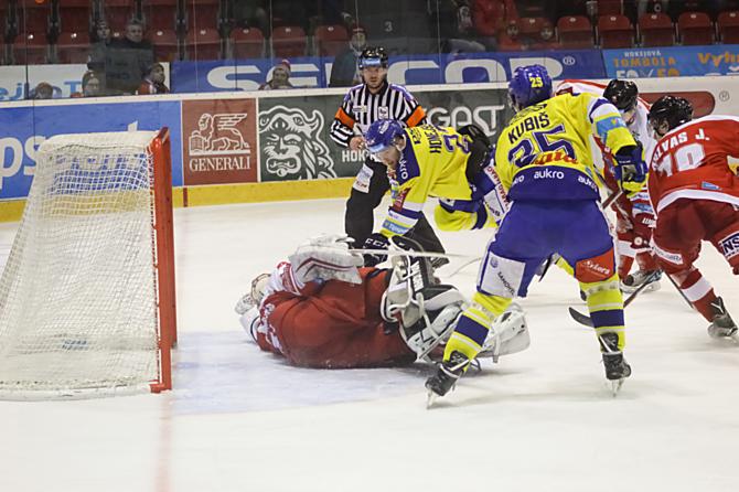 Hokejisté HC Olomouc vyhráli ve Zlíně 2:1 a vedou v sérii stejným výsledkem. Zítra už mají mečbol.