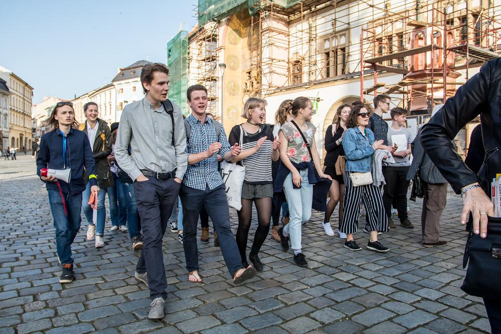 Asi šest stovek lidí demonstrovalo dnes na Horním náměstí proti vládě Andreje Babiše.