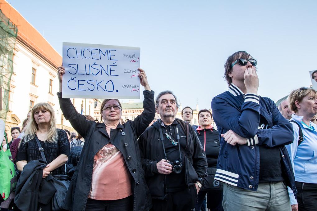 Nechceme premiéra, který je trestně stíhaný, znělo z úst mnoha řečníků i samotných demonstrantů.