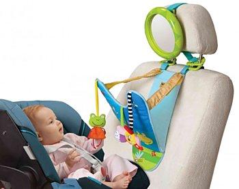 Hrací pultík Taftoys se zavěšenými hračkami a zpětným zrcátkem, který vám umožní po cestě sledovat vaše dítě. (Brouček, 1079 korun)