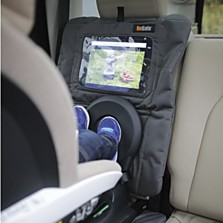 Tablet&Seat cover značky BeSafe - ochranný potah sedadla automobilu s průzorem po tablet je možné přichytit jak na zadní sedadlo při uchycení sedačky proti směru jízdy, tak i na zadní stranu předního sedadla při uchycení sedačky po směru jízdy. (Brouček, 1390 korun)