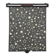 Diono sluneční roleta Starry Night Sun Shade - síťovaná sluneční roleta s motivem fosforujících hvězdiček, které v noci svítí. Na okno se upevňuje pomocí přísavek. (Kočárky Davídek, 379 korun za 1 kus)