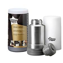 Termoska a cestovní ohřívačka kojeneckých lahví Tommee Tippee Closer To Nature. Horká voda v termosce lze přelít do plastového dílu a může tak na cestách ohřát mléko, nebo výživu ve skleničce. (Brouček, 619 korun)