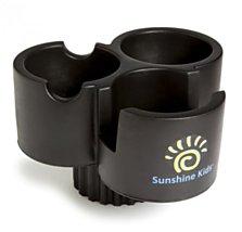 Sunshine Kids Univerzální držák Trio - držák na nápoje z měkké pěny. Jednoduše jej vložíte do nápojového držáku auta nebo autosedačky a rázem máte z 1 držáku 3 praktické držáky na nápoje či jiné potřeby na cestování (Kočárky Davídek, 479 korun)