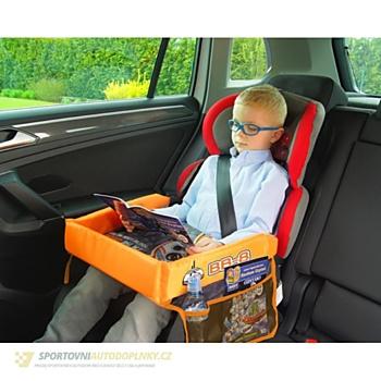 Pro chlapečky stoleček seženete s motivem Star Wars nebo Cars (www.sportovniautodoplnky.cz, 385 korun)