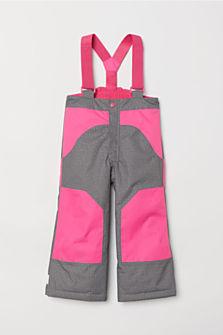 Lyžařské kalhoty pro holčičky, dostupné ve velikostech 92–140 (899 korun)