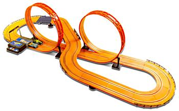 Závodní dráha Hot Wheels 632 cm s adaptérem (2599 korun)
