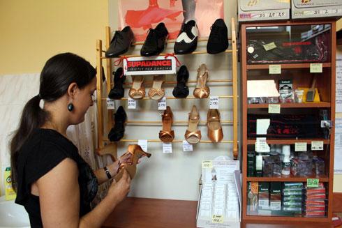 06bfc648145 Díky velkému sortimentu a možnosti nechat si vytvořit boty na míru jezdí do  olomouckého obchodu tanečníci i ze vzdálenějšího okolí. Přijatelné jsou i  ceny